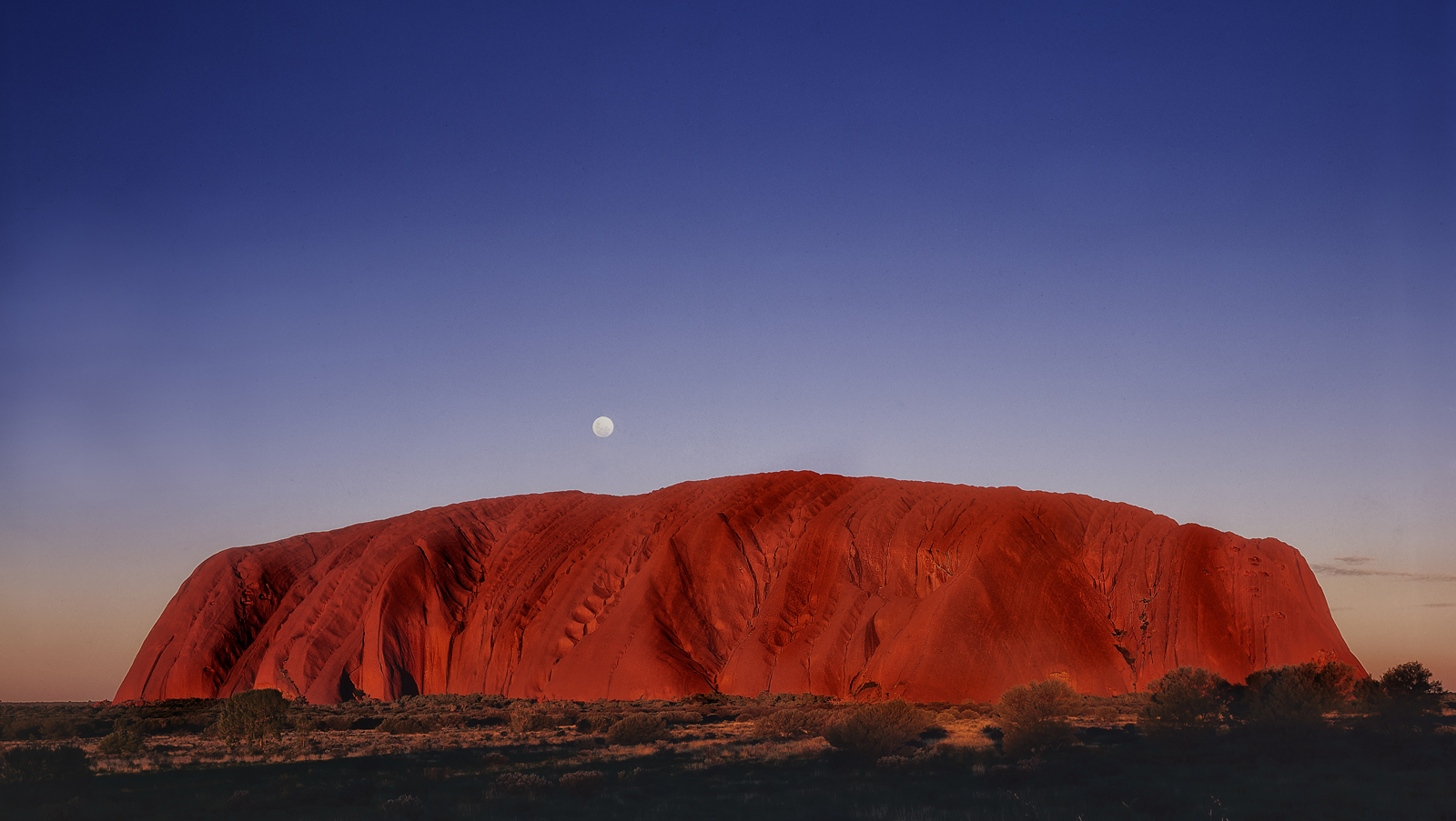 Uluru – Moonrise
